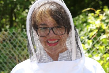 Kesher Garden Party - Beautiful Bee Keeper